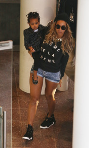 EXCLUSIVE: Beyoncé arrives at Rod Laver Arena in Melbourne with daughter Blue Ivy